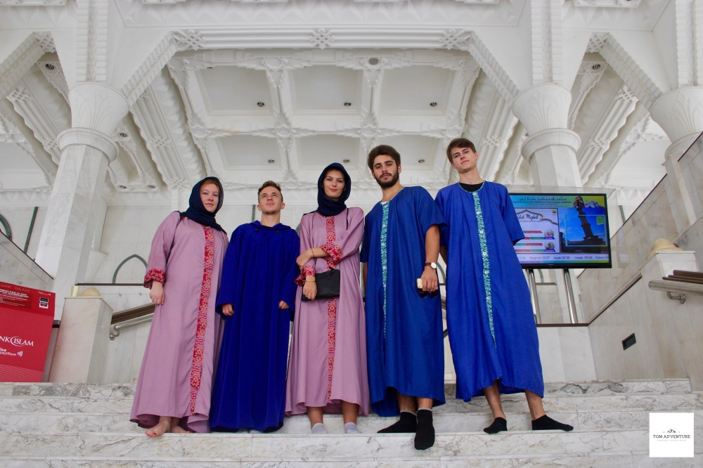 Wearing religious clothes- Malaysia